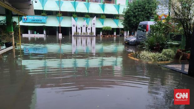 Puluhan Sekolah di Jakarta Kebanjiran, Siswa Belajar di Rumah