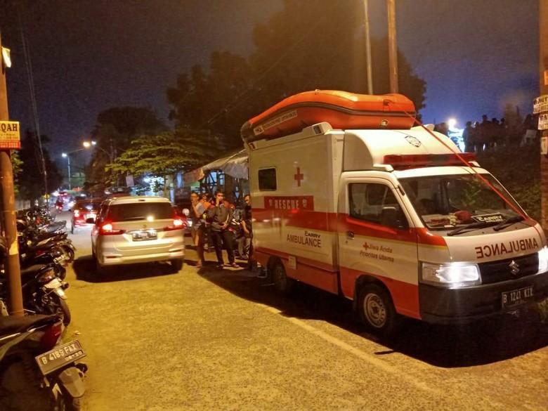 komunitas Suzuki Club Reaksi Cepat (SCRC) turun tangan evakuasi warga dan pasien rumah sakit di Bekasi Timur.
