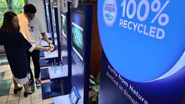 Perusahaan transportasi berbasis online (Grab) melakukan aksi nyata untuk mengelola sampah plastik disekitar kita. Seperti apa aksinya? Begini nih.