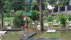 Makam Ismail Marzuki di TPU Karet Bivak Ikut Terendam Banjir