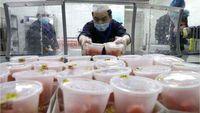 Takut Tertular Virus Corona, Pemilik Restoran Ini Lempar Makanan ke Pembeli