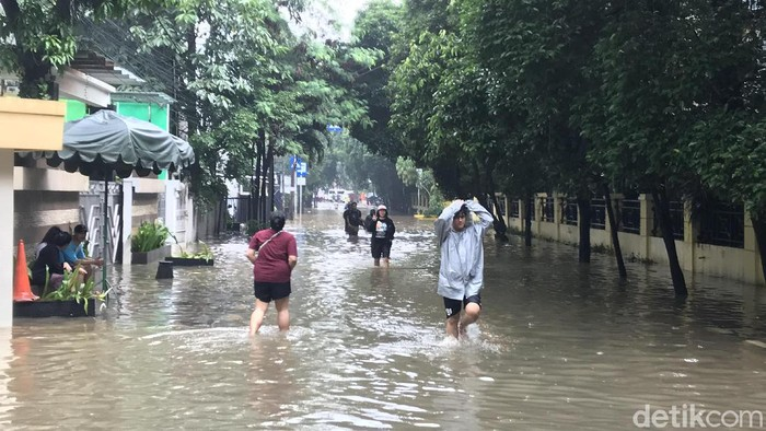 Banjir di Kawasan Benhil (Rolando Fransiscus Sihombing/detikcom)