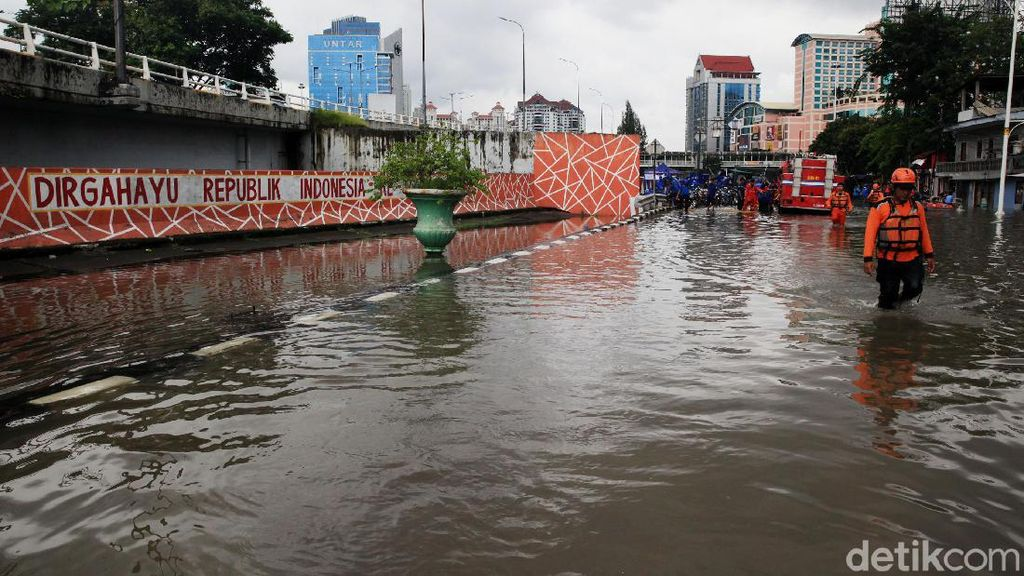 Video 4 Kelurahan di Grogol Terdampak Banjir
