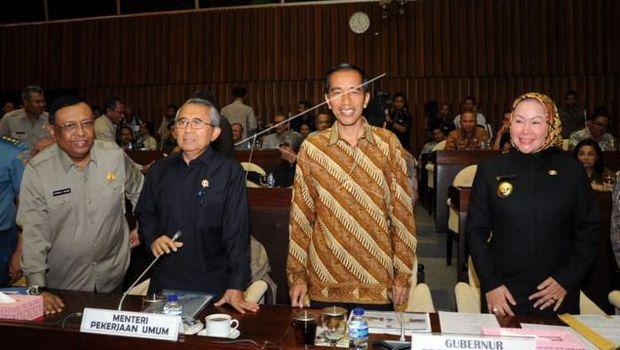 Dibandingkan dengan Anies, Begini Momen Jokowi Hadiri Rapat Banjir di DPR