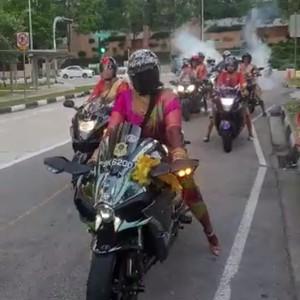 Viral Pengantin Wanita Pakai Saree Bawa Moge ke Tempat Nikah, Sangar!