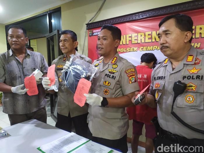 Rilis kasus penjambretan di Cempaka Putih, Jakarta Pusat.