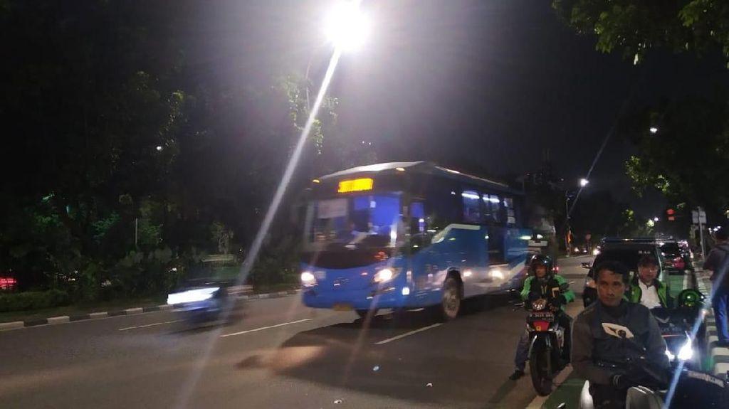 Massa Demo Anies Bubarkan Diri, Lalin Depan Balai Kota DKI Normal