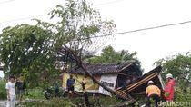 Hujan Angin di Klaten Tumbangkan Pepohonan dan Bikin Rumah Rusak