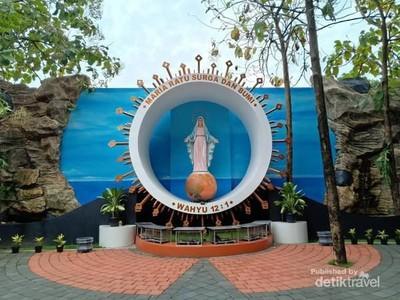 Berziarah ke Taman Rohani di Tengah Kebun Jati