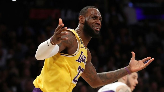 LOS ANGELES, CALIFORNIA - FEBRUARY 25: LeBron James #23 of the Los Angeles Lakers reacts to a play in a game against the New Orleans Pelicans during the second half at Staples Center on February 25, 2020 in Los Angeles, California. NOTE TO USER: User expressly acknowledges and agrees that, by downloading and or using this Photograph, user is consenting to the terms and conditions of the Getty Images License Agreement. (Photo by Katelyn Mulcahy/Getty Images)