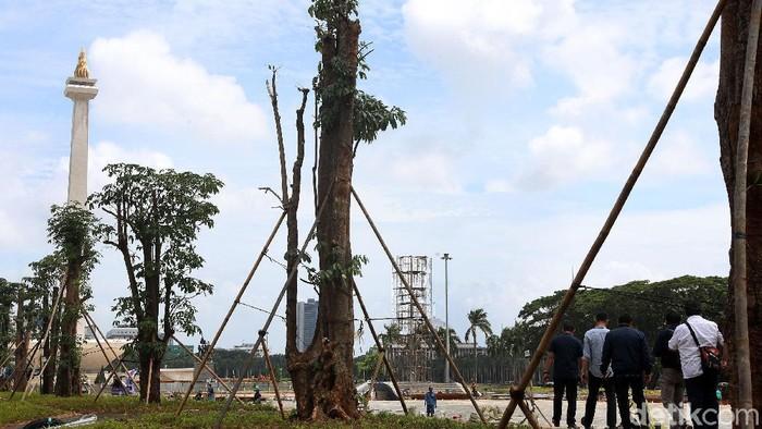 Komisi Pengarah Pembangunan Kawasan Medan Merdeka mengambil sampel dan uji coba pengaspalan di Monas.