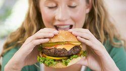 Kacau! Selama Puluhan Tahun Orang-orang Ini Hanya Makan Junk Food Saja
