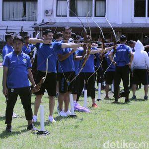 Penahan jadi Metode Latihan Unik Persib Bandung