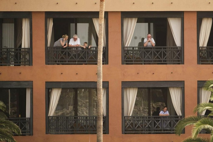 Satu orang turis Italia dinyatakan positif terinfeksi corona di sebuah Hotel Spanyol. Ribuan tamu di hotel itu pun dikarantina guna cegah penyebaran COVID-19.
