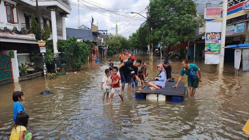 Perum Harapan Baru 2 Bekasi Masih Terendam Banjir 1 Meter, Listrik Mati