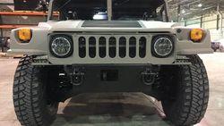Mobil Bekas Militer Amerika Humvee Dijual Secara Umum