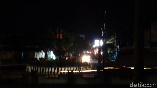 Seharian Mati Listrik Gegara Tower PLN Roboh, Begini Kondisi Rembang Malam Ini