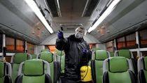 Korban Corona Bertambah, Kereta di Iran Disemprot Disinfektan