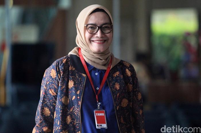 Komisioner KPU Evi Novida Ginting Manik kembali diperiksa KPK. Evi diperiksa terkait kasus suap pergantian antarwaktu (PAW) anggota DPR yang jerat Harun Masiku.