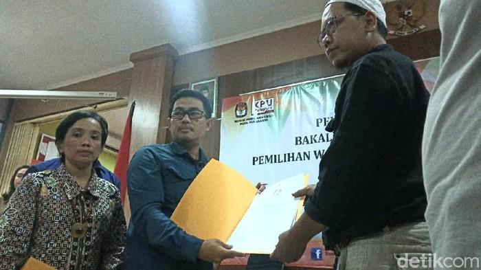 Penyerahan berita acara pengecekan dan penghitungan berkas dukungan pasangan Abah Ali-Gus Amak (Alam) untuk Pilkada Solo, Rabu (26/2/2020)