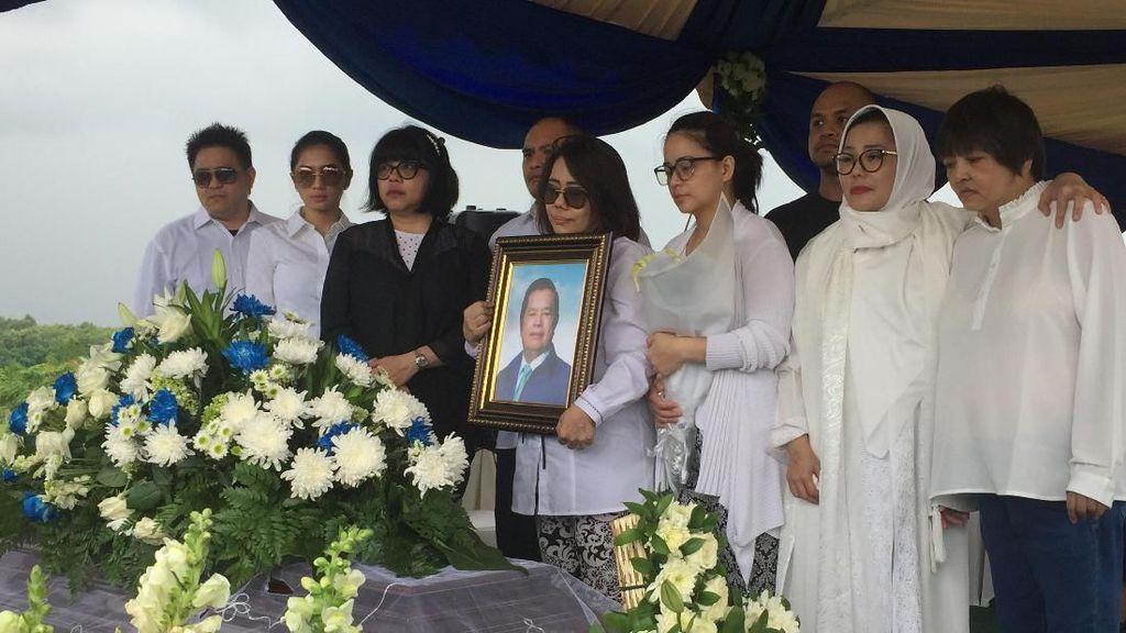 Pendiri PD Ventje Rumangkang Dimakamkan di San Diego Hills Karawang