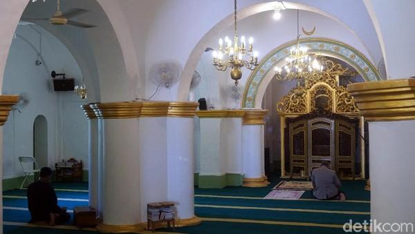 Salah satu komponen pembuatan masjid adalah putih telur. Putih telur digunakan sebagai perekat bangunan. Interior di dalam masjid masih terjaga asli sampai sekarang. (Wahyu Setyo/detikTravel)