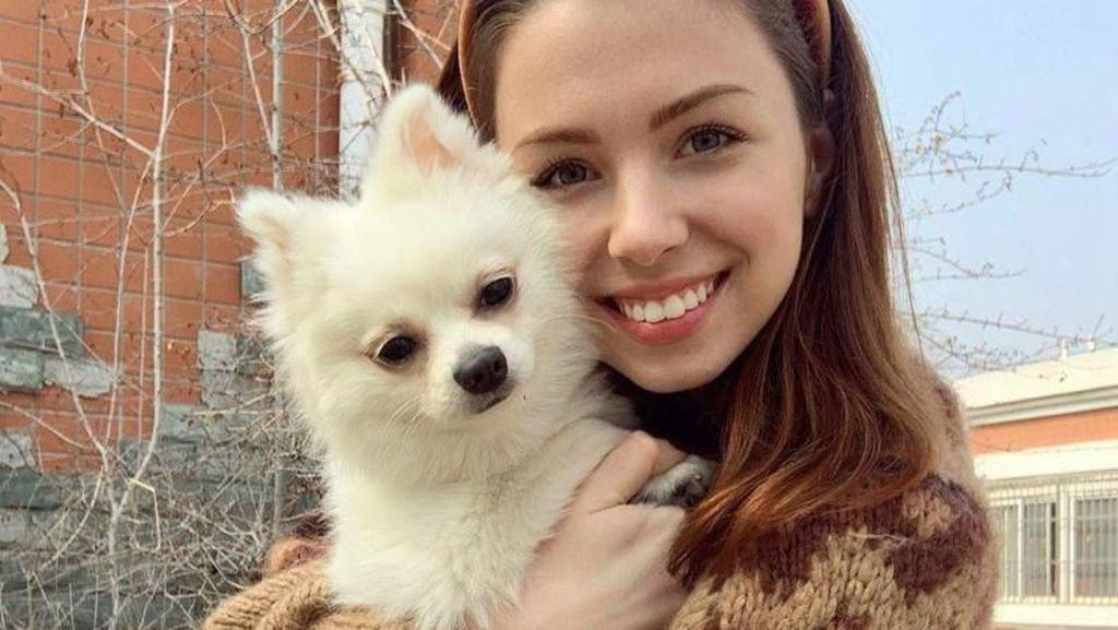 Instagrammer Cantik Ini Rela Terancam Corona Demi Anjingnya