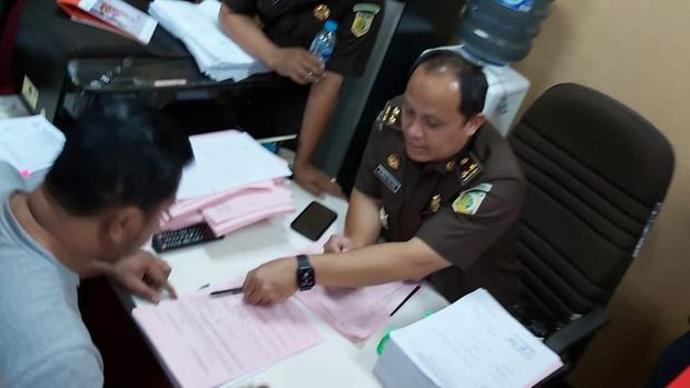 Polisi Serahkan 2 Penyerang Novel ke Kejaksaan
