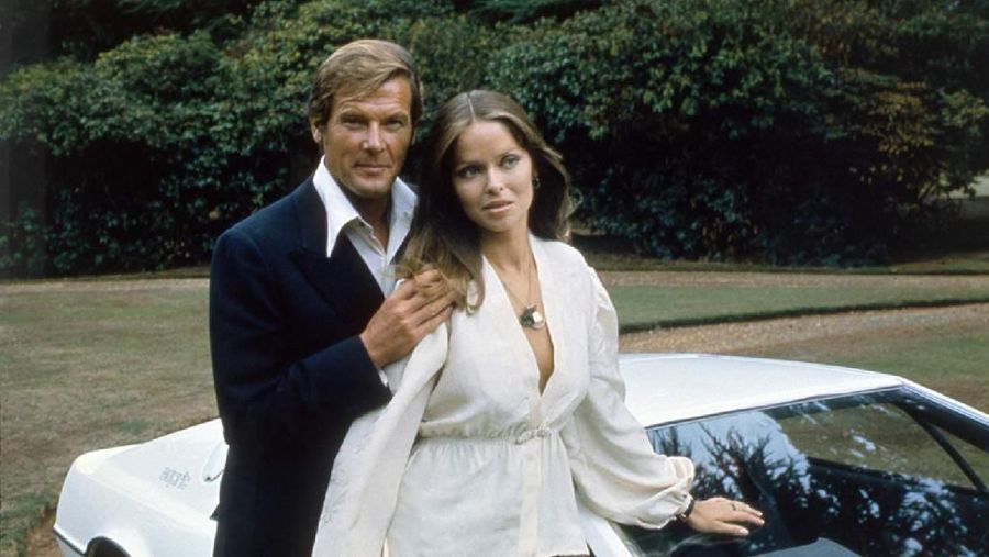 Barbara Bach saat tampil di film The Spy Who Loved Me.