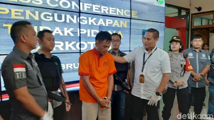 Satres Narkoba Polrestabes Palembang menangkap pengedar berikut barang bukti 700 gram sabu (Raja Adil Siregar/detikcom)