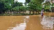 Banjir di Perum Bumi Nasio Indah Bekasi Belum Surut, Ratusan Warga Bertahan