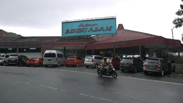 Kawasan wisata Rindu Alam akan dihidupkan, begitu pun dengan denyut rumah makannya yang sudah berusia empat dekade. Tempat itu bakal berdetak kembali usai tutup pada Februari 2020 lalu (Foto: istimewa)