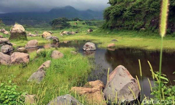 Padang rumput keren yang viral di Twitter ini adalah Ranu Manduro di Desa Manduro Manggung Gajah, Kecamatan Ngoro, Mojokerto, Jawa Timur.