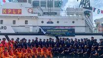 HUT ke-47 KPLP, Kemenhub Bagi-bagi 150 Life Jacket ke Pelaut