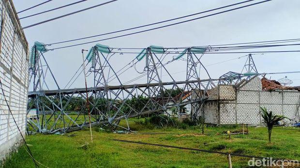 Penampakan Fondasi yang Tercerabut Saat Tower PLN Roboh di Rembang