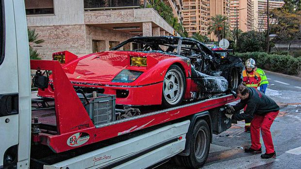 Ferrari F40 terbakar habis