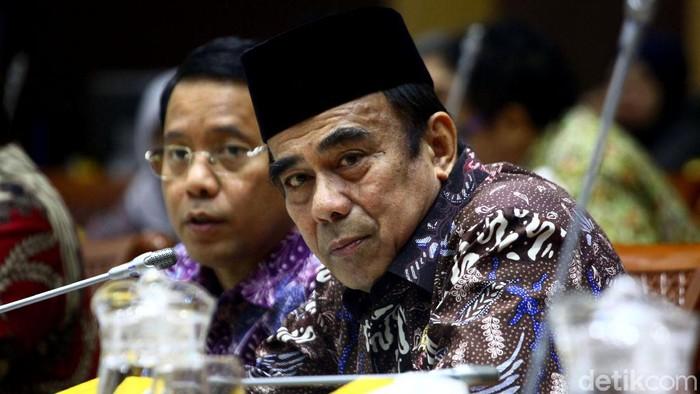 Menag Fachrul Razi hadiri rapat bersama Komisi VIII DPR. Sejumlah hal dibahas di rapat itu, salah satunya soal upaya pencegahan virus corona untuk jemaah haji.