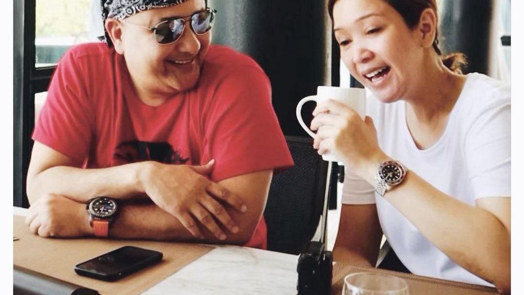 Pose Keren Maia Estianty Saat Makan Bareng Suami dan Sahabat