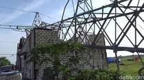 Tower SUTT PLN di Rembang Roboh Timpa Rumah, 3 Kabupaten Gelap-gelapan