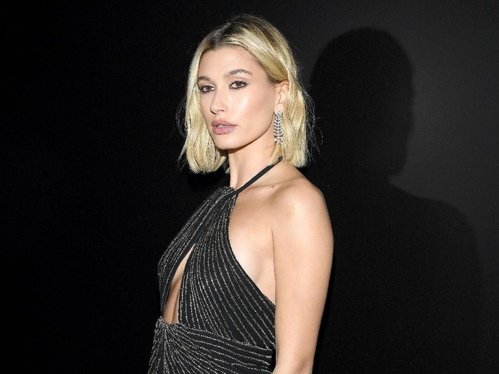 PARIS, FRANCE - FEBRUARY 25: (EDITORIAL USE ONLY) Hailey Bieber attends the Saint Laurent show as part of the Paris Fashion Week Womenswear Fall/Winter 2020/2021 on February 25, 2020 in Paris, France. (Photo by Pascal Le Segretain/Getty Images)