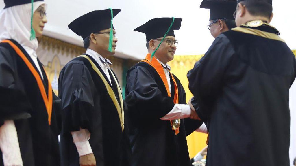 Hayeue That! Suami-Istri di Aceh ini Dikukuhkan Jadi Profesor Unsyiah