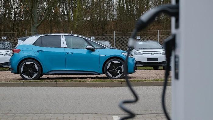 Mobil listrik Volkswagen (VW) ID.3 mulai memasuki jalur produksi. Mobil berjenis hatchback ini akan diproduksi di fasilitas perakitan Volkswagen di Zwickau, Jerman.