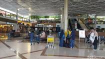 Sempat Menunggu Keberangkatan, Ratusan Jemaah di Bandara Juanda Gagal Umrah