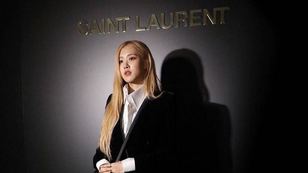 Bercelana Pendek, Rose Blackpink Mempesona di Fashion Show Saint Laurent