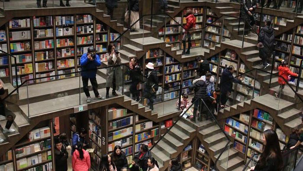 Ini 10 Toko Buku yang dibangun di Tempat Aneh tapi Unik