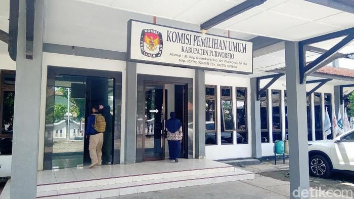 Kantor KPU Purworejo dan ketuanya Dulrohim