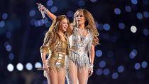 Duh! Aksi Jennifer Lopez dan Shakira Dikomplain Seperti Adegan Porno
