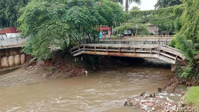 Proyek penangkal banjir Jakarta salah satunya sodetan Kali Ciliwung. Sayang, proyek antibanjir yang mulai digarap 2013 ini akhirnya mandek.
