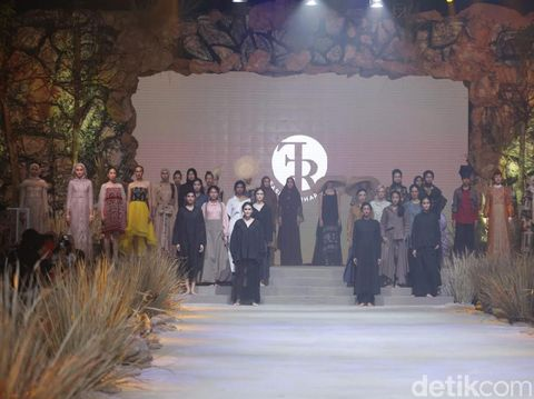 Ayu Dyah Andari Ubah Kain Sisa Jadi Gaun Ratusan Juta di Fashion Rhapsody