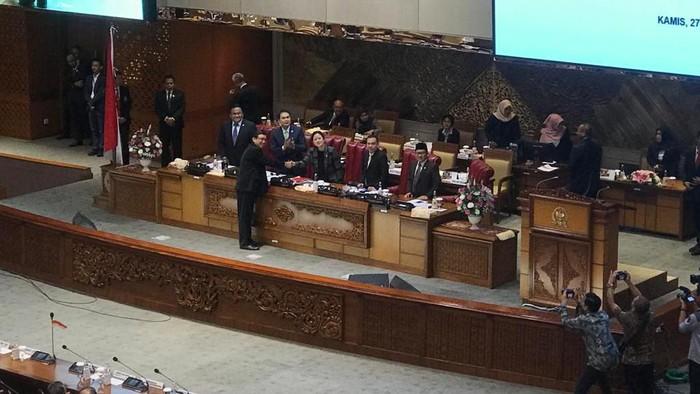 DPR tetapkan Raka Sandi jadi Komisioner KPU pengganti Wahyu Setiawan. (Foto: Zhacky/detikcom)
